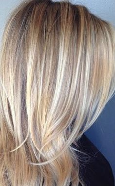 Haare blond Blonde Hair With Highlights, Dark Blonde Hair, Short Hair Cuts, Short Hair Styles, Haircut And Color, Cute Short Haircuts, Hair Affair, Hairstyles Haircuts, Hair And Nails