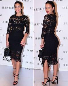 Arrasando, arrasantemente na beleza, Bruna Marquezine participou do evento da Le Lis Blanc nesta quinta, 23, em São Paulo, usando um vestido preto de renda com transparência e de comprimento midi. Feminilidade, sensualidade...