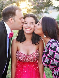Prom Poses with parents – Quinceanera 2020 Prom Pictures Couples, Homecoming Pictures, Prom Couples, Teen Couples, Prom Picture Poses, Prom Poses, Quinceanera Photography, Prom Photography, Photography Photos