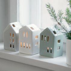 Ceramic tealight holders in the shape of wonderful winter homes. Available in three colours. Price per item DKK 19,90 / EUR 2,79 / ISK 534 / NOK 28,80 / GBP 2,52 / SEK 27,70 / CHF 2,79 / FO-DKK 23,31 / JPY 313