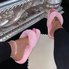 Sneakers Fashion, Fashion Shoes, Shoes Sneakers, Shoes Heels, Fluffy Shoes, Cute Slippers, Fresh Shoes, Hype Shoes, Cute Sandals