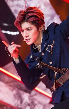 Omg Taeyong!! Looks so hot in the boss outfit