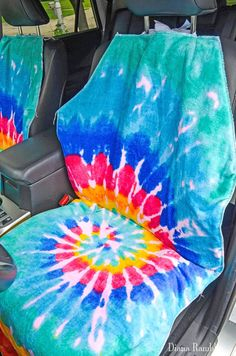 Need to protect your car seats from wet or dirty summer bodies? Make this easy waterproof seat cover to protect your car's upholstery. Van Seat Covers, Truck Seat Covers, Cushion Covers, Sewing Tutorials, Sewing Projects, Sewing Ideas, Sewing Crafts, Art Projects, Waterproof Seat Covers