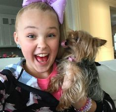 Jojo Siwa's dog BowBow is an icon. This former Dance Moms star is a crazy pup mama — and it's no secret! When Jojo isn't managing her super successful bow business or pirouetting at … Jojo Snapchat, Jojo Juice, Jojo Siwa Outfits, Teen Girl Poses, Jojo Bows, Cheer Dance, Girl Gang, Dance Moms, Yorkie