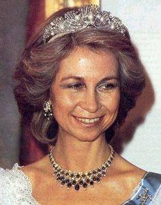 d097505b875d5aa2d112330e3bba8d92--royal-crowns-royal-jewels.jpg