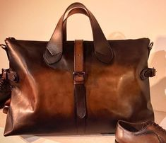 purses and handbags leather Fossil Handbags, Tote Handbags, Purses And Handbags, Leather Purses, Leather Handbags, Leather Bags, Mens Weekend Bag, Gents Fashion, Best Bags
