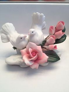 Capodimonte Porcelain Flowers & Doves ___Made in Italy Glass Flowers, Ceramic Flowers, Flowers Gif, Cold Porcelain, Porcelain Ceramics, Bird Sculpture, Sculptures, Clay Birds, Mural Art