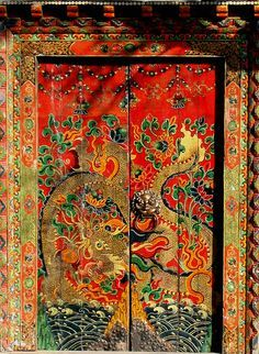 I don't know where this is, but this decorative painting is stunning. Why don't we paint our doors like this in suburbia?
