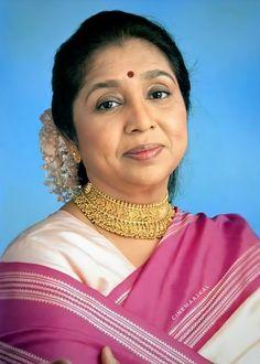 Bollywood Photos, Indian Bollywood Actress, Bollywood Stars, Indian Actresses, Top Celebrities, Indian Celebrities, Celebs, Akshay Kumar Style, Old Film Stars
