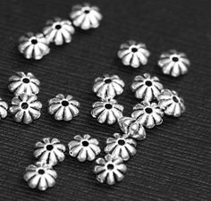 Hey, I found this really awesome Etsy listing at https://www.etsy.com/listing/191703311/50-pcs-of-antique-silver-flower-rondelle