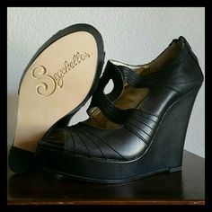 Seychelles Leather Platform Wedge Excellent condition, worn once Genuine leather Size 8.5 Color black  ➕ Bundle 2+ items and receive a 15% discount  Always shipping same day or next day  Please feel free to ask questions Seychelles Shoes Wedges