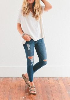 inspirations casual Fall Birkenstock Outfit Inspiration Looks, Where to Buy, & Birkenstock Dupes Birkenstock Outfit, Outfit With Birkenstocks, Ripped Jeans Outfit Casual, Birkenstock Fashion, Jean Outfits, Cute Outfits, Black Outfits, Simple Casual Outfits, Casual Fall