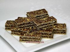 Karamelovo čokoládové oblátky s arašidmi • Recept   svetvomne.sk Ale, Candy, Food, Beauty, Caramel, Tray Bakes, Chocolates, Waffles, Dessert Ideas