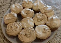 Rákóczi túrós muffin | Szekeres Lajosné Klári receptje - Cookpad receptek Hungarian Desserts, Salty Snacks, Apple Pie, Peanut Butter, Food And Drink, Sweets, Bread, Cookies, Baking