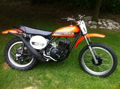 1971 Suzuki TM 400 R I restored one of these Suzuki Motocross, Suzuki Bikes, Suzuki Motorcycle, Motocross Bikes, Vintage Motocross, Motorcycle Clubs, Racing Motorcycles, Vintage Racing, Mx Bikes