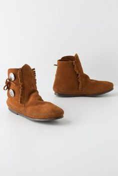 Look so comfy, woooo I would love to wiggle my toes in these ...buttoned moccasin booties
