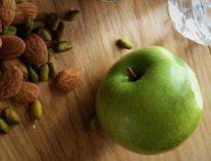 Une détox… Oui, non, comment ? | Lucile Woodward Lucile Woodward, Finding Motivation, Calories, Healthy Cooking, Oui Non, Apple, Fruit, Sport, Food