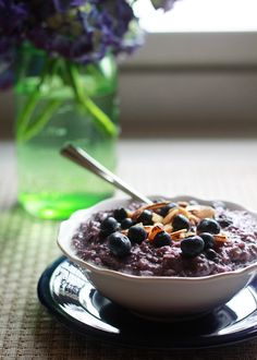 Blueberries and Cream Oatmeal (a.k.a. Purple Oatmeal) + 3 Tips For the Creamiest Oatmeal @ktkare