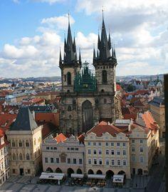 Iglesia de Nuestra Señora de Týn en la Plaza de la Ciudad Vieja de Praga