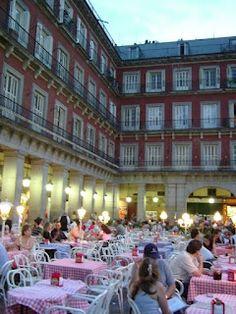 Plaza Mayor, Madrid: Love the European cafe culture!