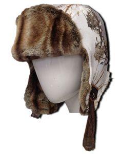 Casque de poil original et très chaud. Offert en 4 motifs de camouflage avec fourrure synthétique assortie. Attache en cuir, confort et style garantis !