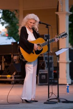It's unbelievable to me that Judy Collin's voice at 74 can sound so amazing in the cold Ravinia night air! June 6th 2013.