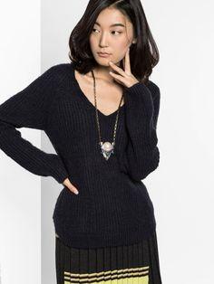 Pearl Delta Pendant Necklace | BaubleBar