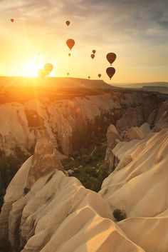 #Cappadocia, in #Turkey, might be a fantastic destination for you #HoneyMoon travel. Fly on a romantic hot hair balloon to enjoy this unique view. find the best #offers to reach Izmir, the closer airport. #Honey #Moon