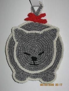 Crochet Cat Pattern, Crochet Animal Patterns, Stuffed Animal Patterns, Crochet Motif, Crochet Yarn, Crochet Crafts, Crochet Dolls, Crochet Projects, Crochet Hot Pads