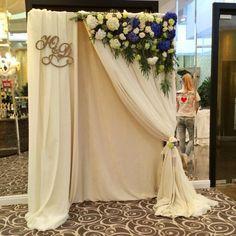 bridal shower party style and decor Wedding Columns, Wedding Stage, Wedding Ceremony, Our Wedding, Dream Wedding, Decoration Evenementielle, Ceremony Decorations, Photo Booth Backdrop, Bridal Shower Party