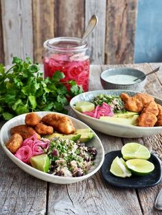 Texmex torsk med korianderris, syltet løk og dressing Frisk, Tex Mex, Cobb Salad, Nom Nom, Seafood, Breakfast Recipes, Food And Drink, Appetizers, Lunch
