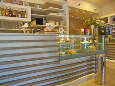 Progettazione e realizzazione arredamento per bar for Arredamento per paninoteca
