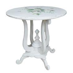 Möbel ist aus der Kollektion im heimischen Stil French Cottage. Möbel ist weiß mit den gemalten Rissen und mit gemalten Blumenmotiven verziert.  Heute stellen wir schönes Tisch auch aus dieser Kollektion dar.   #Möbel #Tisch #Kollektion #French #Blumen