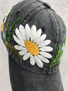 Hand Embroidery Patterns Flowers, Hand Embroidery Projects, Hat Embroidery, Hand Embroidery Stitches, Embroidered Flowers, Embroidery Ideas, Bone Bordado, Custom Embroidered Hats, Zipper Flowers