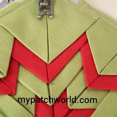 folded star mat tutorial with clear and simple instructions Mug Rug Patterns, Scrap Quilt Patterns, Potholder Patterns, Easy Sewing Patterns, Sewing Ideas, Baby Quilt Tutorials, Quilting Tutorials, Quilting Designs, Star Quilt Blocks