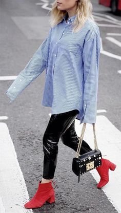 Oversized blue pinstripe shirt | red suede ankle boots | style | streetstyle | summer fashion | summer look | summer outfit