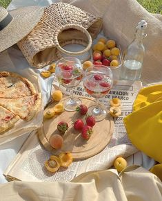 Picnic Date, Summer Picnic, Beach Picnic, Nature Aesthetic, Aesthetic Food, Aesthetic Outfit, Spring Aesthetic, Classy Aesthetic, Aesthetic Pastel