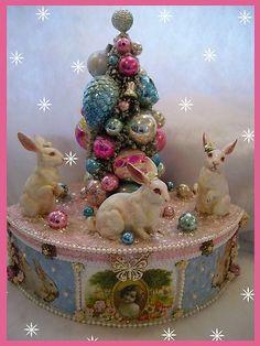 *VINTAGE ~ Lefton Rabbits Bottle Brush Tree Easter Box