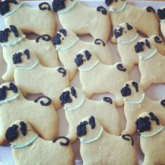 Need to make these (or buy them) for Blake's Birthday party! He loves his Lola #pug!!