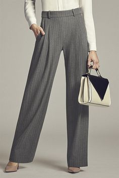 With a relaxed, flattering cut that cinches the waist and eases through the hip and thigh, the kicky Recoleta pant gives you legs for days.