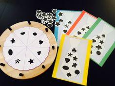thema vaderdag: spel met 4 kleuters: draaien en juiste vorm nemen om op jou das te leggen, wie heeft het snelst zijn das vol? Mamas And Papas, Playing Cards, Games, School, Stage, Google, Father's Day, Dimensional Shapes, Playing Card Games