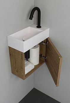 Badkamer Home Decor home decor trends Guest Toilet, Small Toilet, Downstairs Toilet, Bathroom Toilets, Small Bathroom, Minimaliste Tiny House, Washbasin Design, Toilet Design, Home Decor Trends