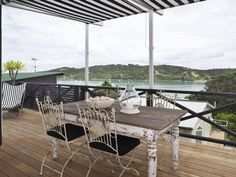 Waiheke hamptons house again