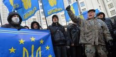 Via Laurent Brayard Militants néo-nazis en Ukraine du parti Svoboda, ils annoncent clairement la couleur européenne