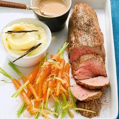 Für Kalbsfilet ist die Zubereitung bei Niedrigtemperatur ideal, weil das magere Fleisch zart und saftig wird. Die Möhren garen in Ahornsirup und mit K...