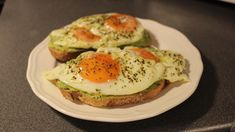Receita: Tosta de Abacate e Ovo Egg Toast, Avocado Toast, Eggs, Terra, Breakfast, Recipes, Stuffed Avocado, The Hunger, Veg Recipes