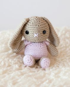 I hope you enjoy this totally adorable and free crochet bunny pattern!