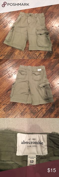 Abercrombie Cargo Shorts Olive color cargo shorts worn a couple of times Abercrombie & Fitch Shorts Cargos