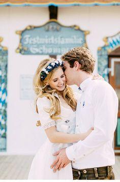 Buntes Kirtagshooting mit schönen Hochzeitstrachten von OctaviaplusKlaus