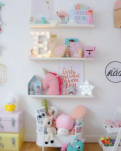 1,483 отметок «Нравится», 43 комментариев — Kids Design Life (@kidsdesignlife) в Instagram: «A Friday shelfie as the prettiest #minimarquee light just moved in Love it ✨ @minimarquee…»